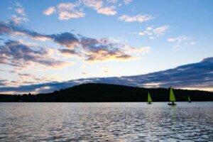 Voiliers sur le lac Rouge CDLS